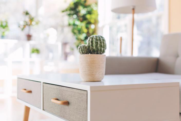 midcentury-living-room-table